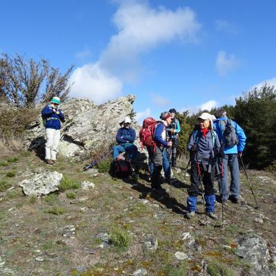 Devant les dolmens de Ventajous